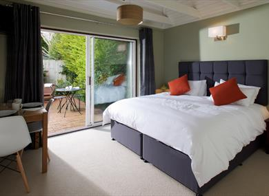bedroom at rudder's of lymington in the new forest
