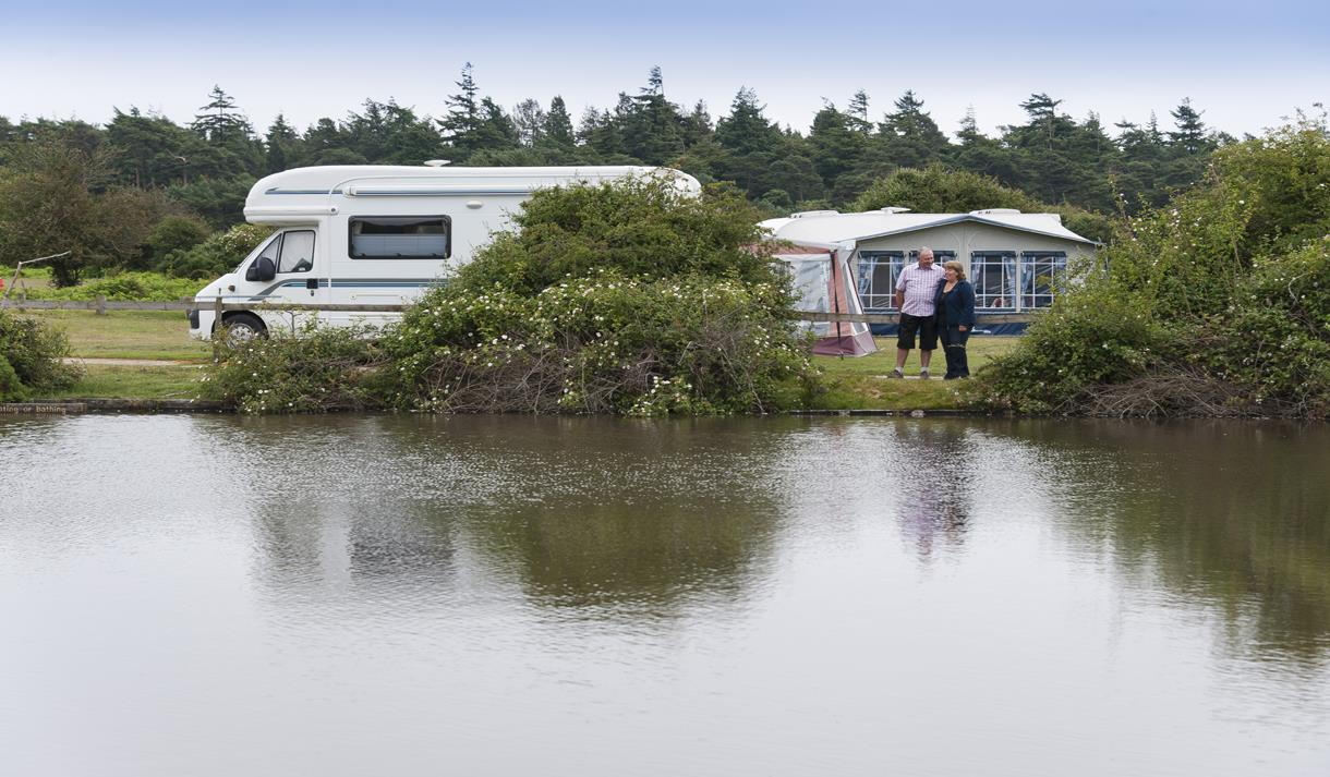 caravan and lake at roundhill caravan & camping site in the new forest
