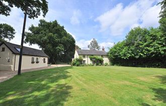 outside of forester's and Keeper's new forest holiday cottages and self catering in the new forest