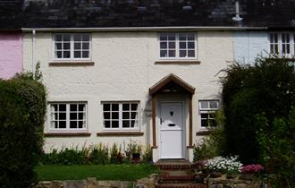 front of garden cottage holiday cottage and self catering in the new forest