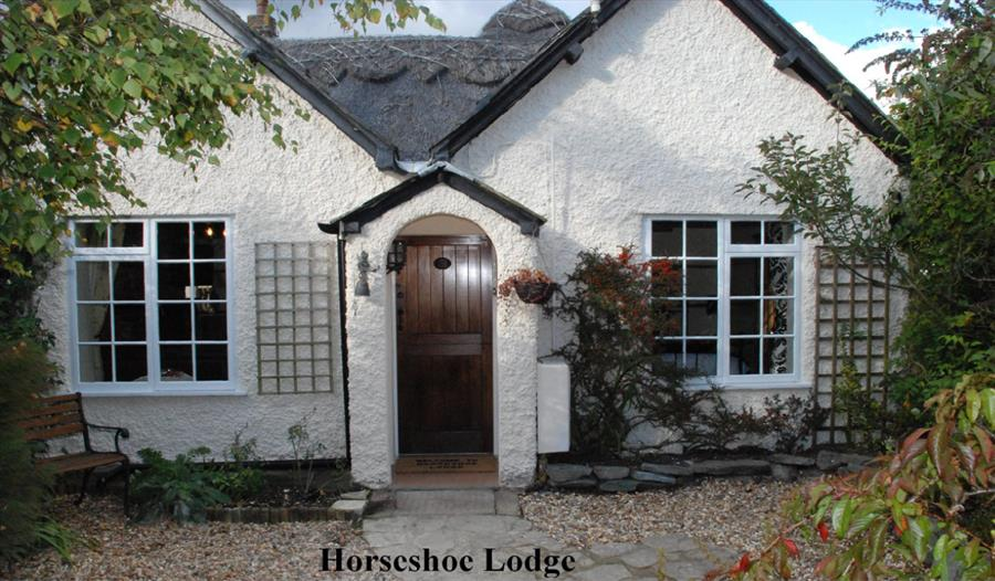 front of horseshoe lodge holiday cottages and self catering in the new forest